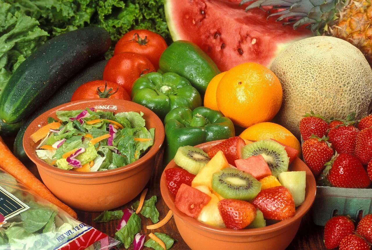 Základ vašeho jídelníčku bude tvořit ovoce a zelenina bez tepelné úpravy nad 42°C