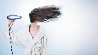 Jak správně pečovat o vlasy – nejen v létě