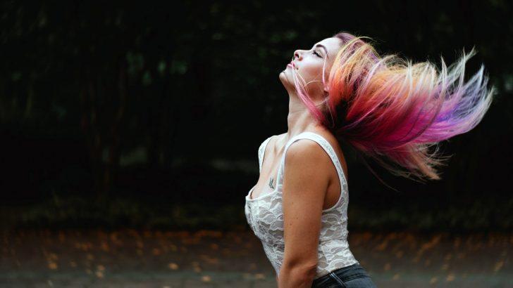Barvení a stříhání vlasů podle lunárního kalendáře: Kdy je ten ideální čas?