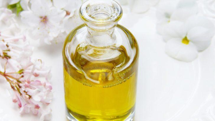 Ricinový olej na řasy a vlasy: Jak ho nanášet a na co si dát pozor?