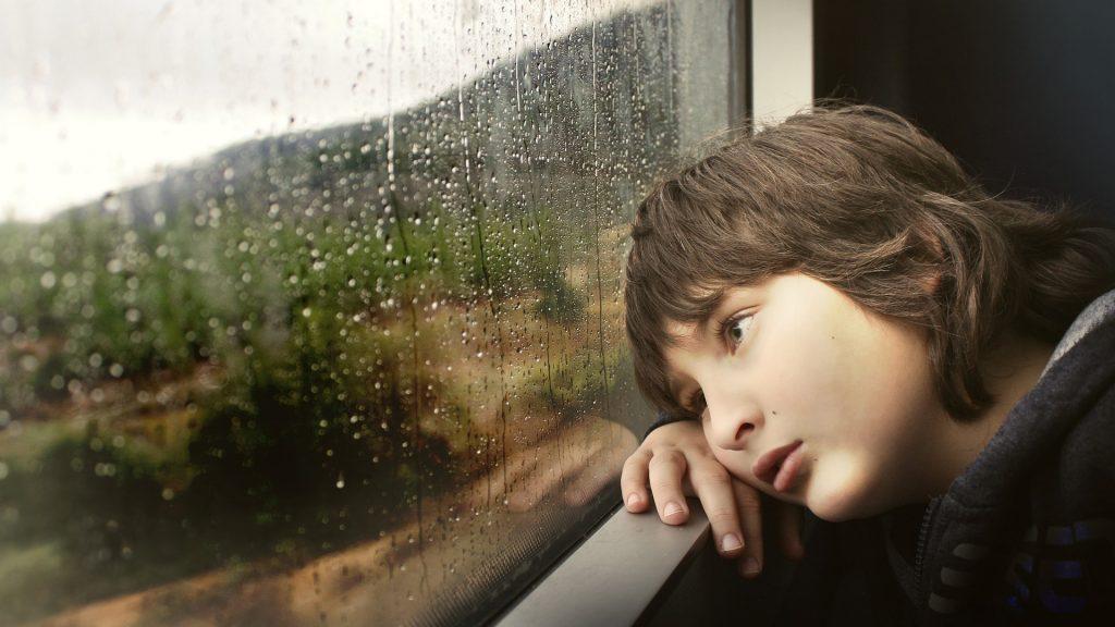 Smutné dítě, déšť