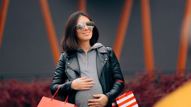 Moderní těhotenská móda nemusí být drahá. Jak vybrat a ušetřit?