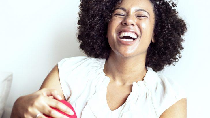 Zapomeňte na gely, vybělte zuby s LED sadou