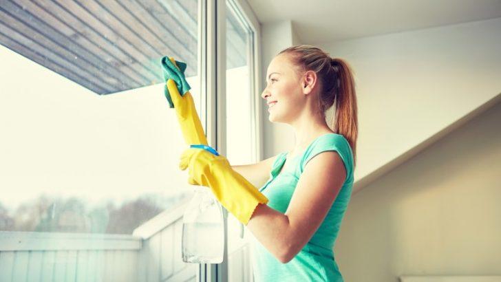 Pečujte na jaře o plastová a dřevěná okna. Stačí málo a vydrží roky